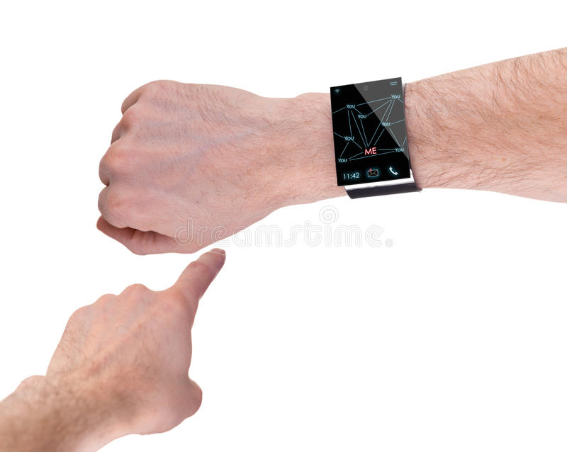 Ręka z nowożytnym Internetowym Smartwatch, odizolowywającym na bielu fotografia stock