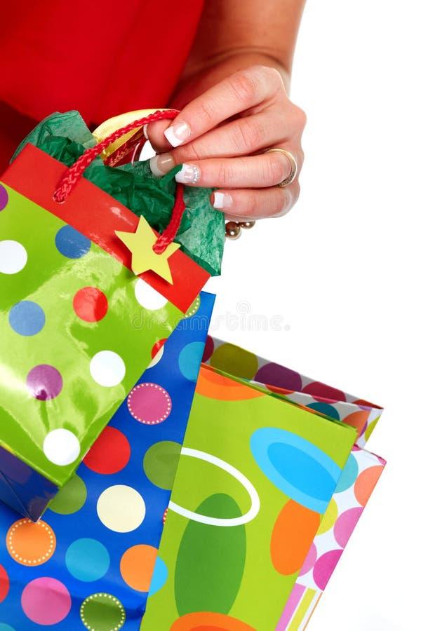 Ręka z torba na zakupy zdjęcia stock