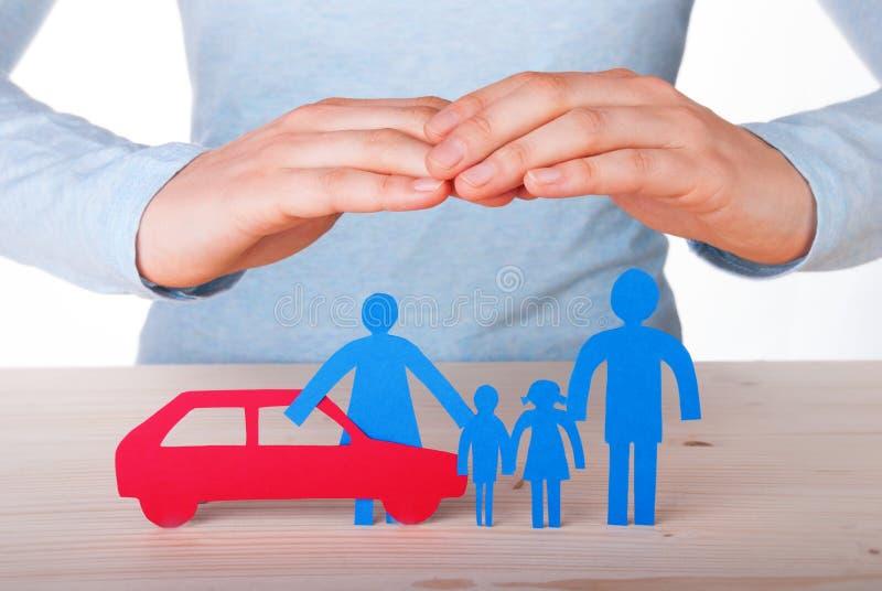 Ręki Chroni rodziny i samochodu zdjęcie stock