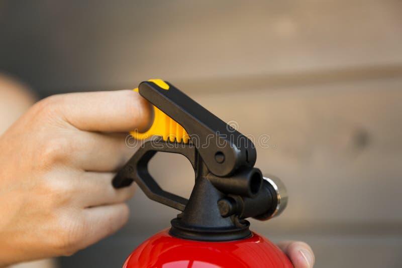 Ręki ciągnięcia szpilka pożarniczy gasidło 3d pojęcie odizolowywający odpłaca się zbawczego biel fotografia royalty free