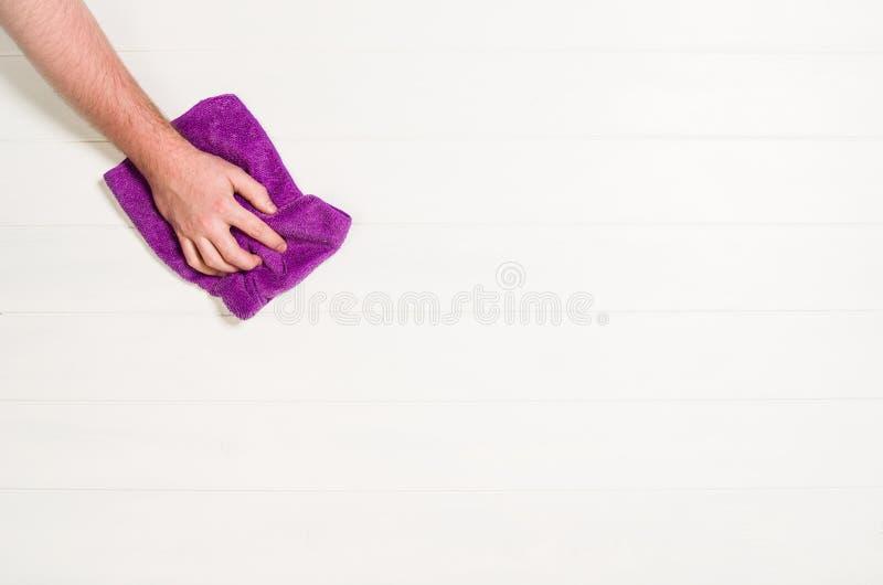 Ręki cleaning przeciw białemu tłu zdjęcie stock