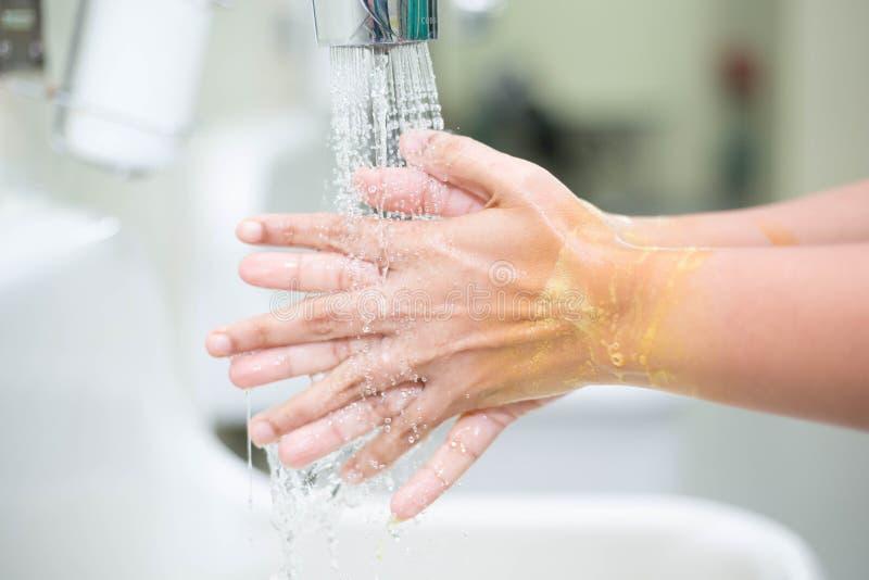 Ręki domycie jest czyścić zdjęcie stock