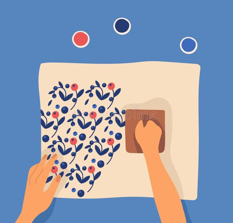 Ręki drukuje wzór na tkaninie używać woodblocks i farbę Czas wolny lub rozrywki aktywność, craftwork, rękodzieło, hobby ilustracji