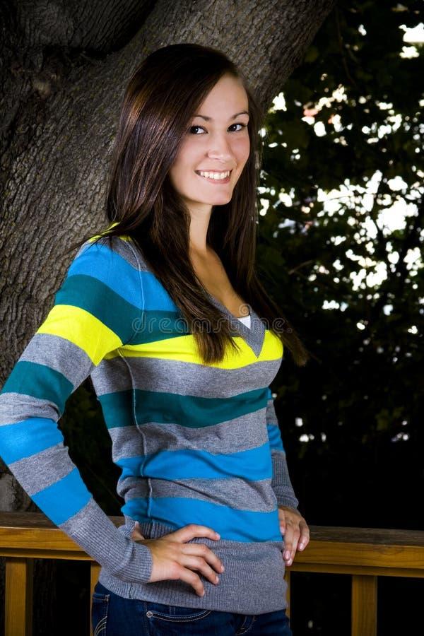 ręki krzyżowali jej nastolatka zdjęcia stock