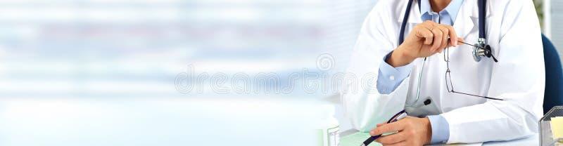 Ręki lekarz medycyny zdjęcia royalty free