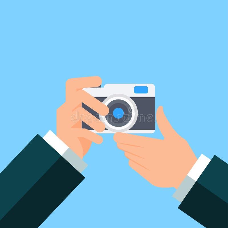 Ręki mienia fotografii kamera ilustracja wektor