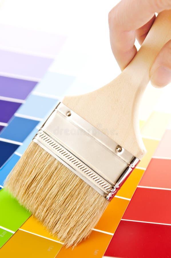 ręki mienia paintbrush fotografia stock