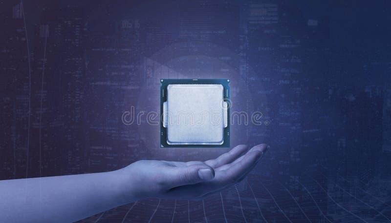 Ręki mienia procesor Pojęcie wzrostowy technologia rozwój fotografia royalty free