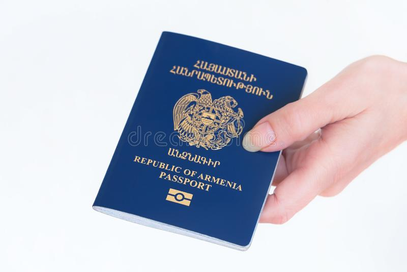 Ręki mienia republika Armenia paszport obrazy stock
