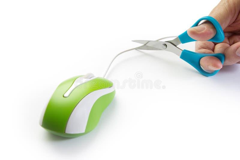 Ręki myszy rżnięty komputerowy kabel fotografia royalty free