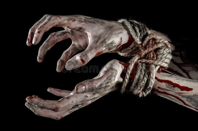 Ręki odskakują, krwiste ręki, błoto, arkana, na czarnym tle uprowadza, odizolowywają, żywy trup, demon fotografia royalty free