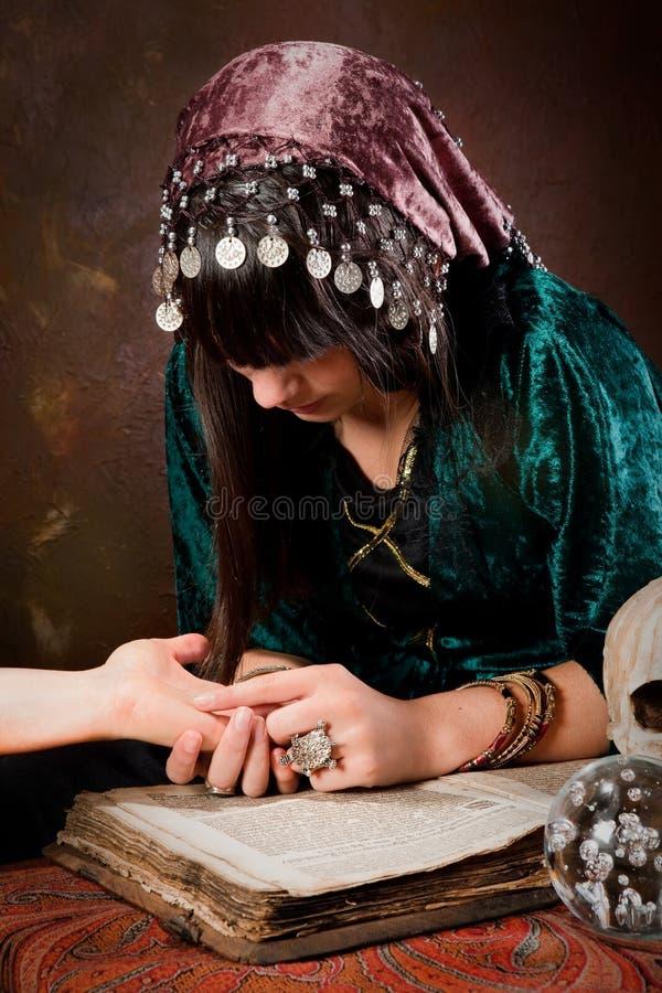 ręki palmistry czytanie fotografia stock