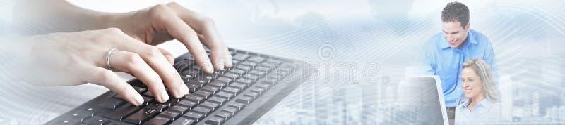 Ręki pisać na maszynie na komputerowym laptopie zdjęcie stock
