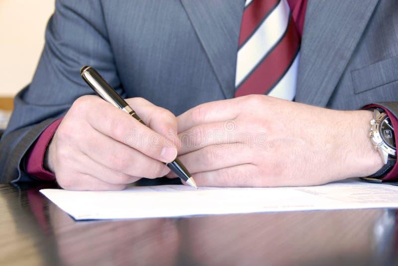 ręki podpisywanie zdjęcia stock