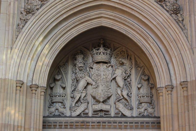 ręki pokrywają królewskiego zdjęcia royalty free