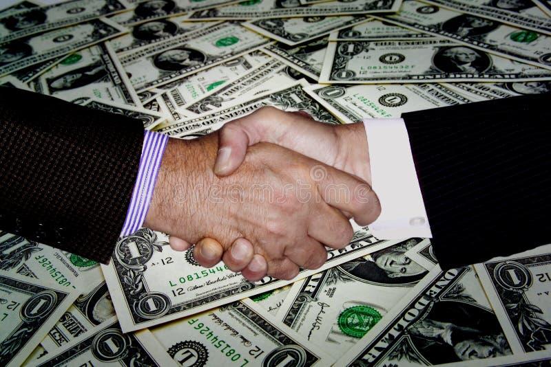 RĘKI potrząśnięcia PIENIĘŻNEGO bogactwa PLANISTYCZNA inwestycja fotografia royalty free
