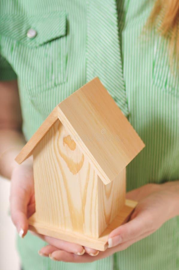 ręki stwarzać ognisko domowe trochę fotografia stock