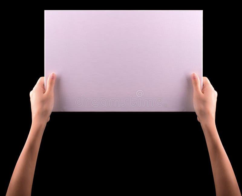 Ręki trzyma dużego pustego papieru sztandar fotografia stock