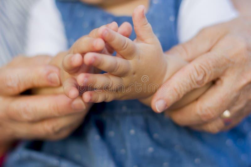 Ręki wnuczka z babcią obrazy stock