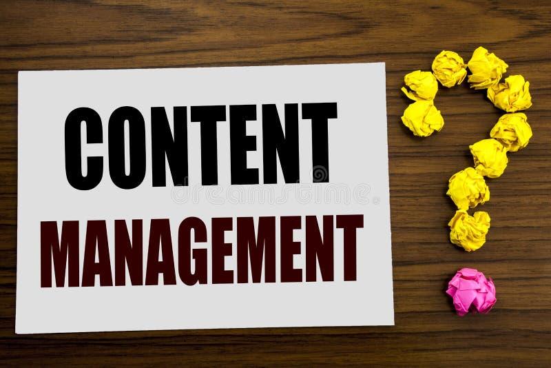 Ręki writing teksta podpisu inspiraci seansu zawartości zarządzanie Biznesowy pojęcie dla Cms Online strony internetowej pisać na obrazy royalty free