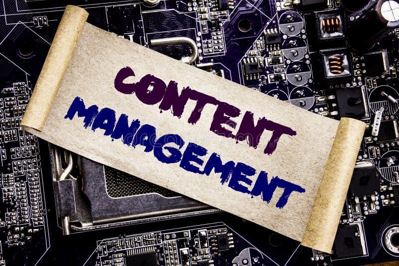 Ręki writing teksta podpisu inspiraci seansu zawartości zarządzanie Biznesowy pojęcie dla Cms Online strony internetowej Pisać na obrazy stock