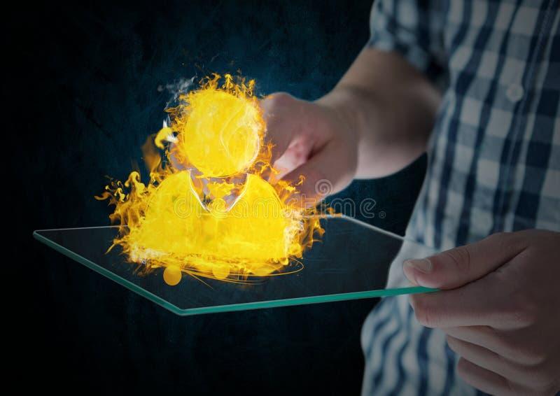 ręki z przyrządem z kontaktem podpalają ikonę Błękita i czerni ścienny tło zdjęcie royalty free