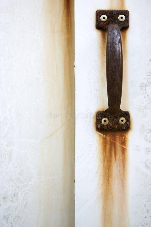 rękojeść rdzewiejąca szczegół drzwi zdjęcie stock