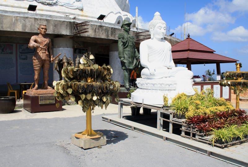 r 普吉岛泰国 大菩萨白色雕象在普吉岛 库存图片