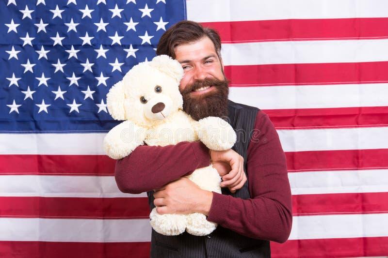 r Ακόμα παιδαριώδης Νήπιο και αστείος 4ος του Ιουλίου r Ο αμερικανικός τύπος με το παιχνίδι γιορτάζει τις διακοπές στοκ εικόνες με δικαίωμα ελεύθερης χρήσης