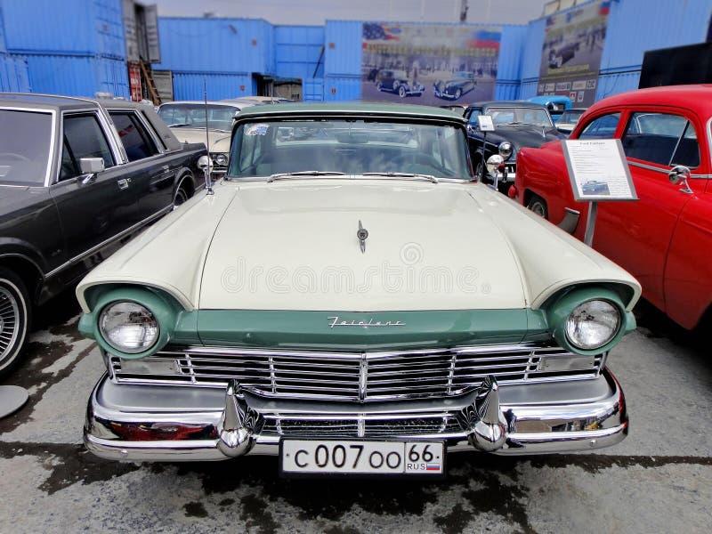 """r Αυτοκίνητο """"Ford Fairlane """", έτος κατασκευής 1957, μηχανή-8 κύλινδροι, ΗΠΑ στοκ φωτογραφίες"""