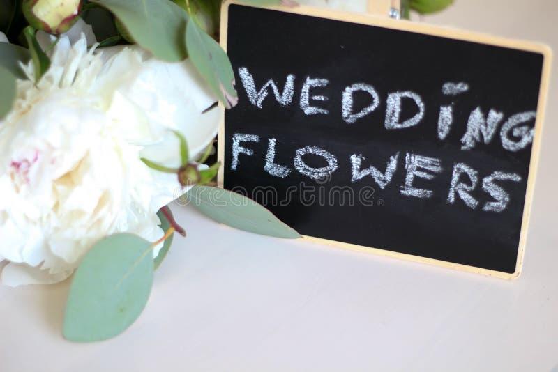 r Κείμενο προτύπων καλλιγραφίας γαμήλιου flowera για την έννοια απεικόνισης σχεδίου σας Χειρόγραφες λέξεις τίτλου εγγραφής στοκ εικόνα