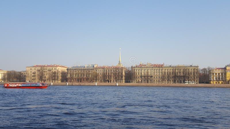 r Ποταμός Neva Ναυαρχείο στοκ εικόνες