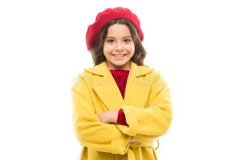r Ύφος φθινοπώρου της Γαλλίας μόδα ομορφιάς και άνοιξη r μικρό παρισινό κορίτσι με το ευτυχές πρόσωπο στοκ φωτογραφία με δικαίωμα ελεύθερης χρήσης