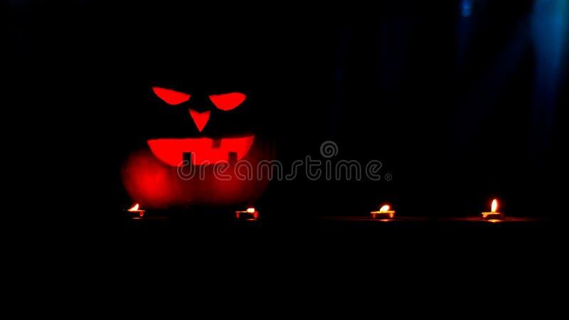 r зловещая тыква на хеллоуин стоковая фотография rf