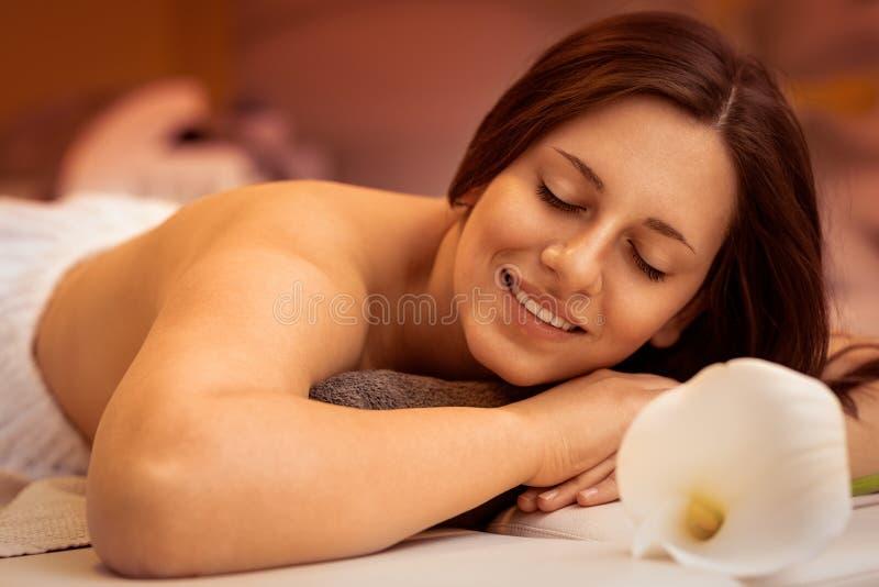 r Красивая женщина спа стоковые фотографии rf