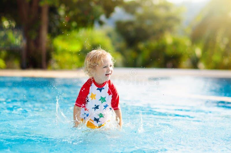 r Летние каникулы с детьми стоковое фото