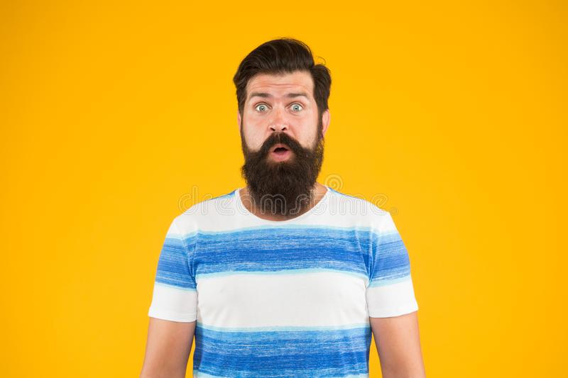r Морской курорт Круиз океана Стиль лета Гай одел striped рубашку на летних каникулах o стоковое фото