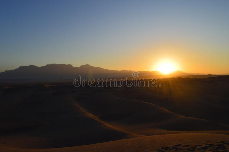 r Пустыня около городка Yazd стоковое изображение