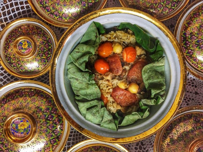 r Тайский рис в лист лотоса стоковое фото