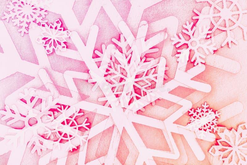 r 不同的形状,桃红色红色雪花  抽象圣诞节背景 免版税库存图片