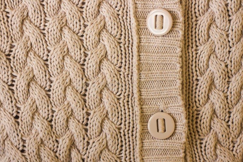 r 与按钮的温暖的组织衣裳纹理 免版税库存图片