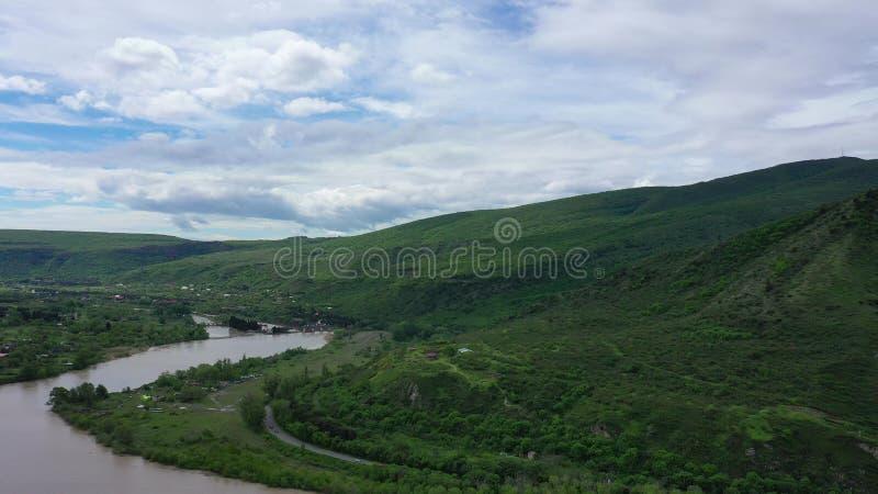 r 两条河Aragvi和库纳河的合流 免版税库存照片