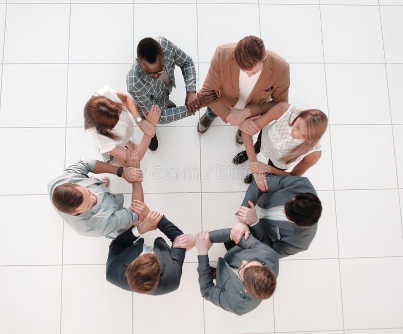 r 企业队握彼此的手 图库摄影