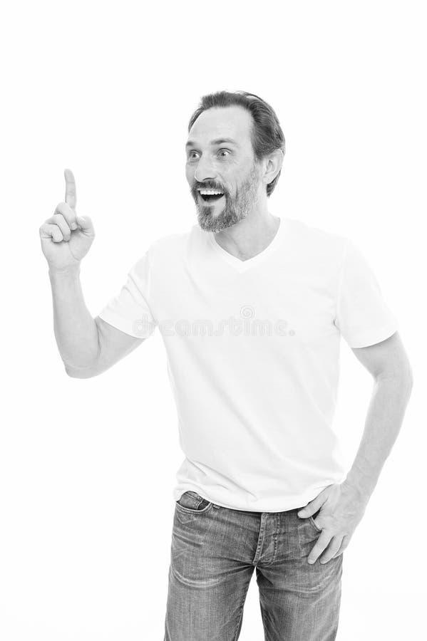 r 保留手指上升了和看照相机的人英俊的成熟人,当站立反对白色背景时 免版税图库摄影
