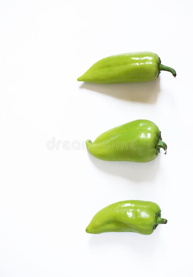 r 在白色背景的青椒 库存图片