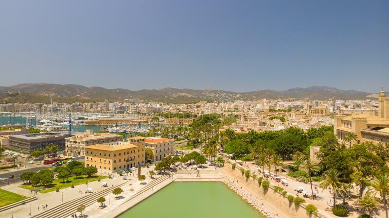 r 帕尔马市,马略卡,西班牙鸟瞰图  图库摄影