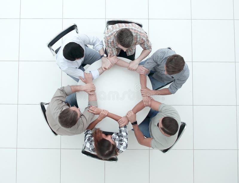 r 显示他们的团结的创造性的队 免版税库存图片