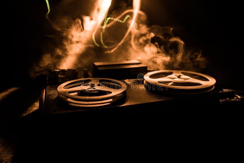 r 模式立体声开放卷轴磁带机唱机 库存图片