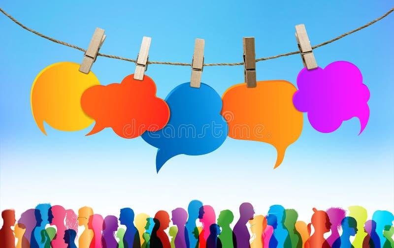 r 通信人群大人谈话 色的云彩 聊天网络 在不同的人民之间的对话 库存图片
