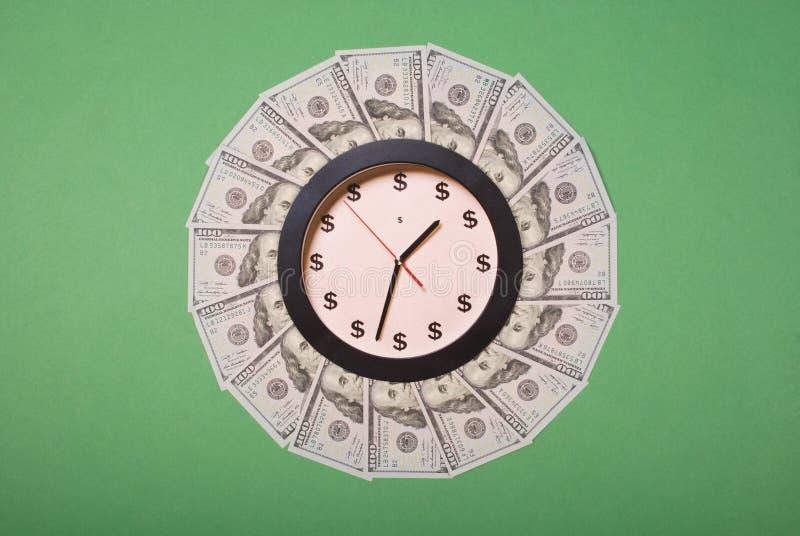 时钟和美元的概念 r r 免版税库存图片